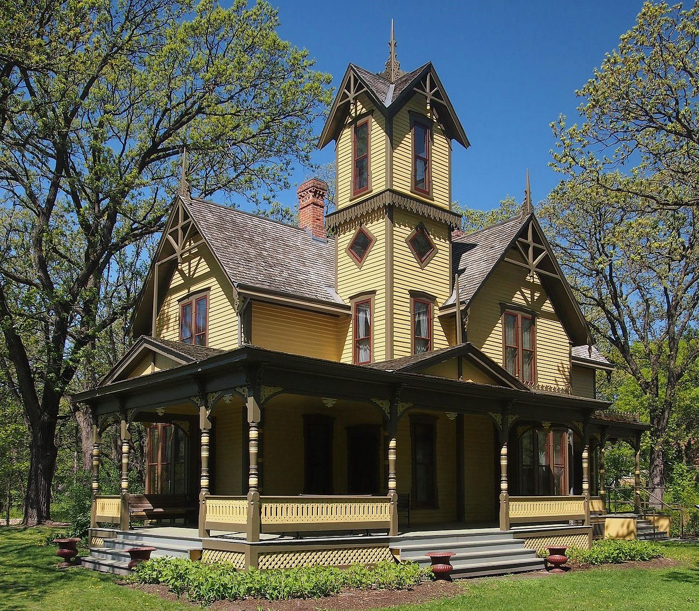 Image of historic Burwell House in the Minnetonka service area for Johnson Exteriors roofing and siding company